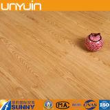 Las series de madera baratas al por mayor del grano ignifugan el azulejo de suelo del PVC