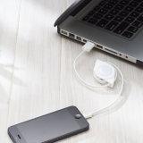 iPhone cobrando do cabo com relâmpago retrátil ao cabo do USB