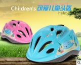 Niños que montan el casco patinador