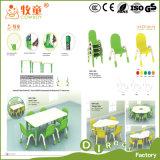 A mobília da qualidade superior caçoa as tabelas, cadeiras dos miúdos do vaqueiro