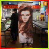 Surpermarketまたは店の昇進の広告の壁またはWindowsスクロールハングの旗