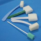 Tiges inclinées par mousse pour le soin oral