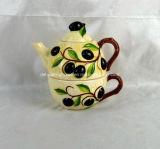 Caldaia di ceramica dipinta a mano con l'insieme della tazza