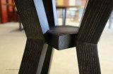 Negociar a mesa e a mobília do pátio de duas cadeiras