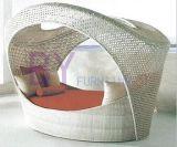 白いOutdorのホームテラスの庭のPEの藤の寝台兼用の長椅子