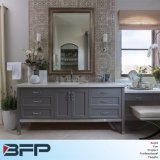 灰色のヨーロッパの現代様式の単一の流しの浴室の虚栄心