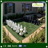 Hierba artificial del diseño del patio del balompié distintivo de la decoración