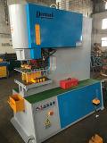 Trabalhadores do ferro da máquina de estaca do metal e máquina de perfuração hidráulicos do ferro