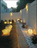 확성기를 가진 옥외 정원 조각품 수지 사암 점화 입방체 손전등