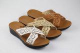 Leisure時間のためのToe Flat Sandal Lady Flip Flopsを開きなさい