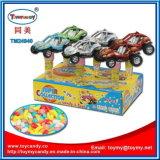 Plastikauto-Spielzeug mit Süßigkeit-Gefäß zurückziehen