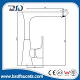 Однорычажный Faucet воды кухни с поворачивает Spout 180 градусов
