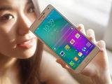 Первоначально мобильный телефон Samsong Galexi A7 A700