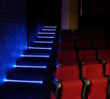 Conferencia, luces azules de la escalera del teatro LED