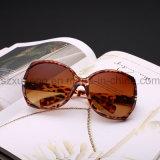 Óculos de sol plásticos baratos feitos sob encomenda do Ce UV400 do logotipo da fábrica de China