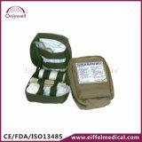 救急処置袋をハイキングする医学的な緊急事態の屋外の存続