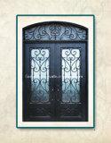 円形上の鉄の外部ドア