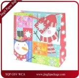 きらめきおよびホイルのスタンプ、ギフトの紙袋、クラフト紙袋が付いているクリスマスのギフトの紙袋