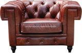 Sofá clásico de Chesterfield del cuero de la vendimia