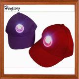 El sombrero de béisbol de la insignia del LED se divierte el casquillo
