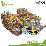 子供のためのPirateshipのおかしい専門の主題の屋内運動場
