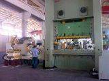 Автомат питания листа катушки с пользой раскручивателя в прессформе автомобиля