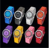 Plastikkasten und Band-Japan-Bewegungs-wasserdichtes verschiedenes von den Farben-eleganten Uhren