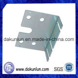 Aluminiumblech-Herstellung, die Teile stempelt
