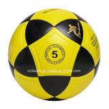 試供品の明るく黄色いバルクサイズ5のサッカーボール