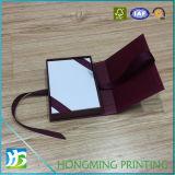 白い絹のリボンが付いているロゴによって印刷される宝石類のギフト用の箱