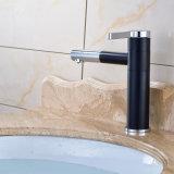 Tarauds en laiton de bassin de salle de bains de chrome avec le trou simple