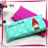 Напечатанная маленькая девочка и подушка кровати перемещения пены памяти латекса вышивки