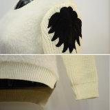 女性は袖のこんにちはLoヘムのセーターを肋骨で補強した