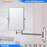 Увеличивая зеркало салона косметическое зафиксированное на стене