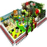 Patio de interior del castillo travieso del estilo de la selva del diseño