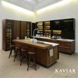 ガラス食器棚(調和)が付いているKaviarデザインコンバインの純木