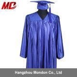 Robe brillante de chapeau de graduation de lycée de bleu de ciel