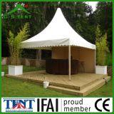 塔の固体結婚式の庭の避難所のおおいのテント