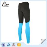 ズボンの圧縮の摩耗を実行する適性の人のタイツ