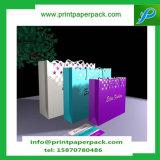 L'usager de cadeau de papier d'emballage met en sac Noël d'anniversaire de mariage