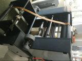 Wälzender Schnittmeister, der die Plastiktasche herstellt Maschine rollt und durchlöchert