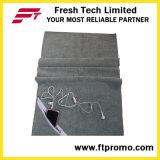 Microfiberはロゴのジッパーの小型タオルを遊ばす
