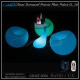 Presidenza di giardino di plastica variopinta ricaricabile delle coperture LED del PE