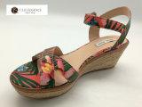 Le donne hanno personalizzato le scarpe di tela aperte dei cunei della punta di Ankel Strape di stampa