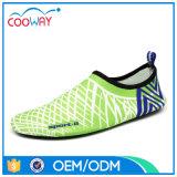 De kleurrijke Schoenen van het Water van de Schoenen van het Water van het Strand Oceaan Zwemmende