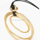新しく簡単で贅沢な宝石類の黒の革長いネックレスの女性の合金の倍の円形の吊り下げ式のネックレスの友人の珠玉
