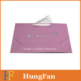 Bolso de compras impreso blanco del papel de Kraft con título de sellado caliente