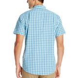 Gli uomini su ordinazione mettono la camicia in cortocircuito casuale di modo dell'assegno del manicotto