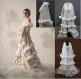 贅沢な花嫁の毛皮のコートの花嫁の服の結婚式のジャケット
