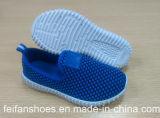 最も新しい型の子供のスポーツのズック靴の偶然靴の注入の靴